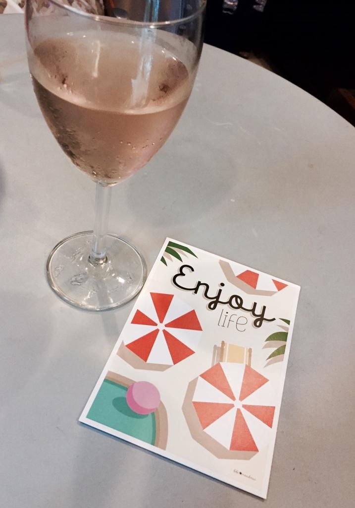 Rosé Cuvée des Oliviers - Château de Montfrin   Carte postale 'Enjoy life' par Fifi Mandirac