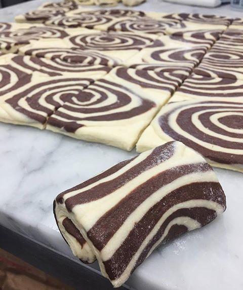préparation des pains au chocolat du Café Ficelle