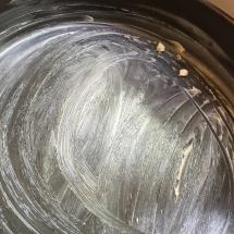 Beurrer un moule à gâteau
